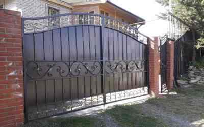 Ворота, ограды, заборы с художественной ковкой оказываем услуги