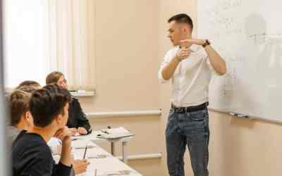 Репетитор в минигруппе физика/математика егэ огэ оказываем услуги